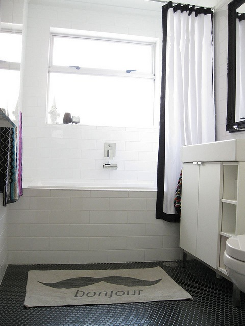 inspiration for dark tiles on the bathroom floor