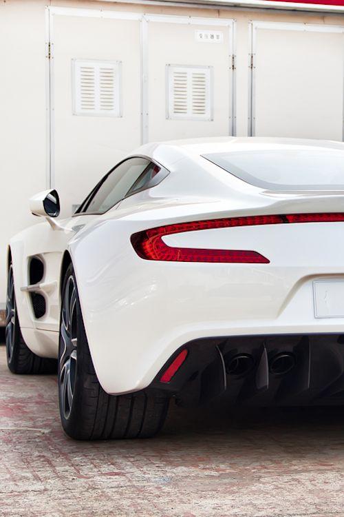 Aston Martin | Rapid S.  Para saber más sobre los coches no olvides visitar marcasdecoches.org