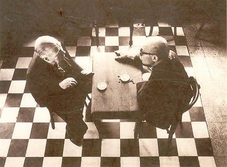 Jorge Luis Borges y Ernesto Sabato... sóloustedes saben jugar ajedrez en los túneles del laberinto...