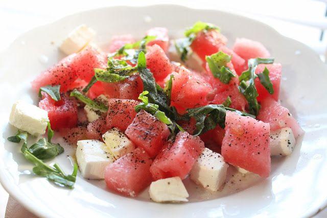 Салат с арбузом и сыром фета