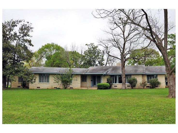 817 CHURCH STREET, NAVASOTA, TX 77868-3909 (MLS # 17003394) Wonderful 50's built home on a huge corner lot! This 3/2 offers oversized rooms with built-ins, original hardwood floors, a formal dining and sunroom and lots of natural light. The home has recently has some updates and modifications done. All the water lines in the main home have been upgraded to PEX lines. The lot features several pecan trees along with a number of other hardwood trees.