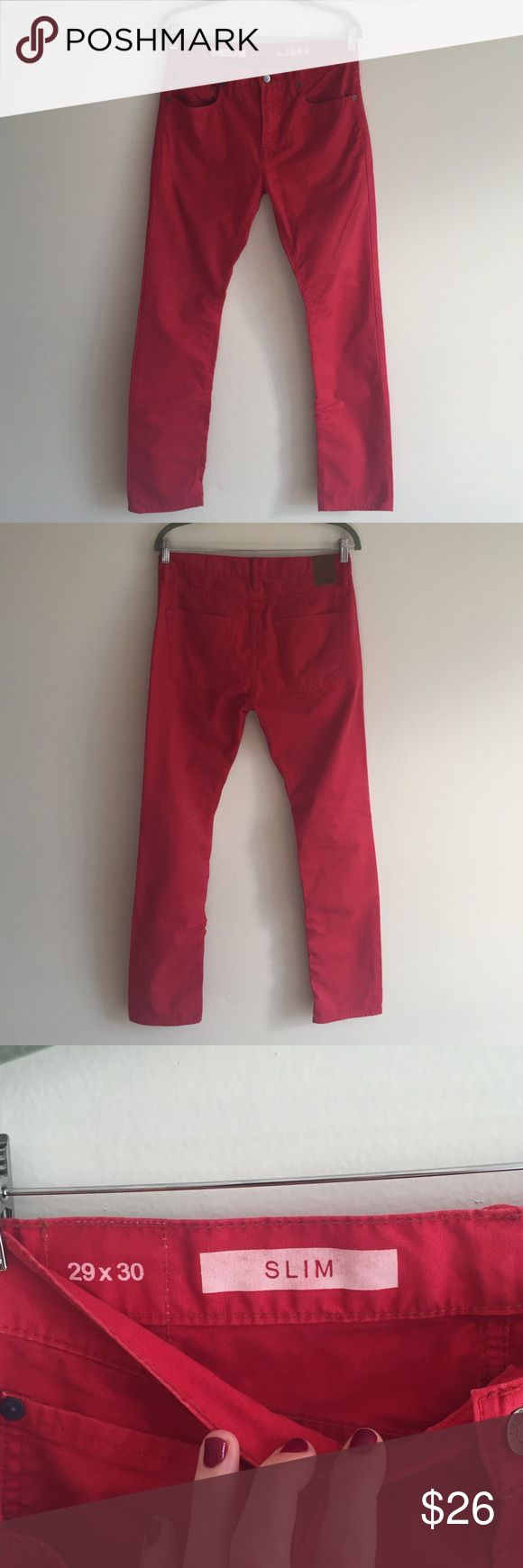 Men's Gap Red Pants Men's Gap Red Pants in size 29x30 in excellent condition. Slim fit and made of 100% cotton. Perfect color for summer! GAP Jeans Slim