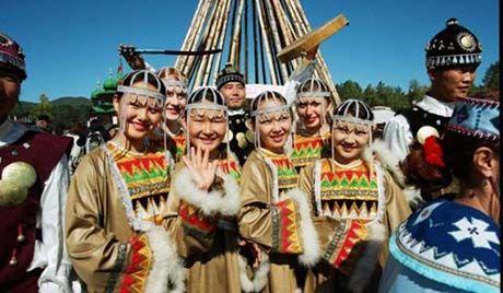 Şorlar. nüfuslarının 16.572 olduğu tespit edilmiş. Şorla topluca Kemerova eyaletinde Novokuznetsk dolaylarında yaşamaktadır. Şorlar çok eski zamandan beri demircilik sanatı ile meşhurdurlar. Yerleşik bir hayat sürmekte olup tarım ve hayvan beslemekle geçinirler.
