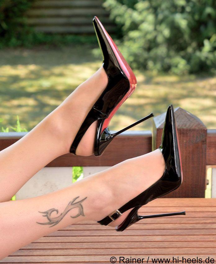 Sexy MILFY Füße in schwarzen Heels