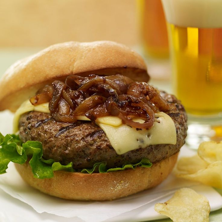 Brewpub Burgers with Caramelized Chipotle Onions - Grill Mates® Backyard Brew Marinade and beer add unmistakable flavor and moistness to burgers. Serve with red onions caramelized with brown sugar and chipotle chile pepper for a smoky finish. Onion Recipes, Beef Recipes, Cooking Recipes, Hamburger Recipes, Cooking Tips, Hamburger Dishes, Healthy Recipes, Beef Dishes, Family Recipes
