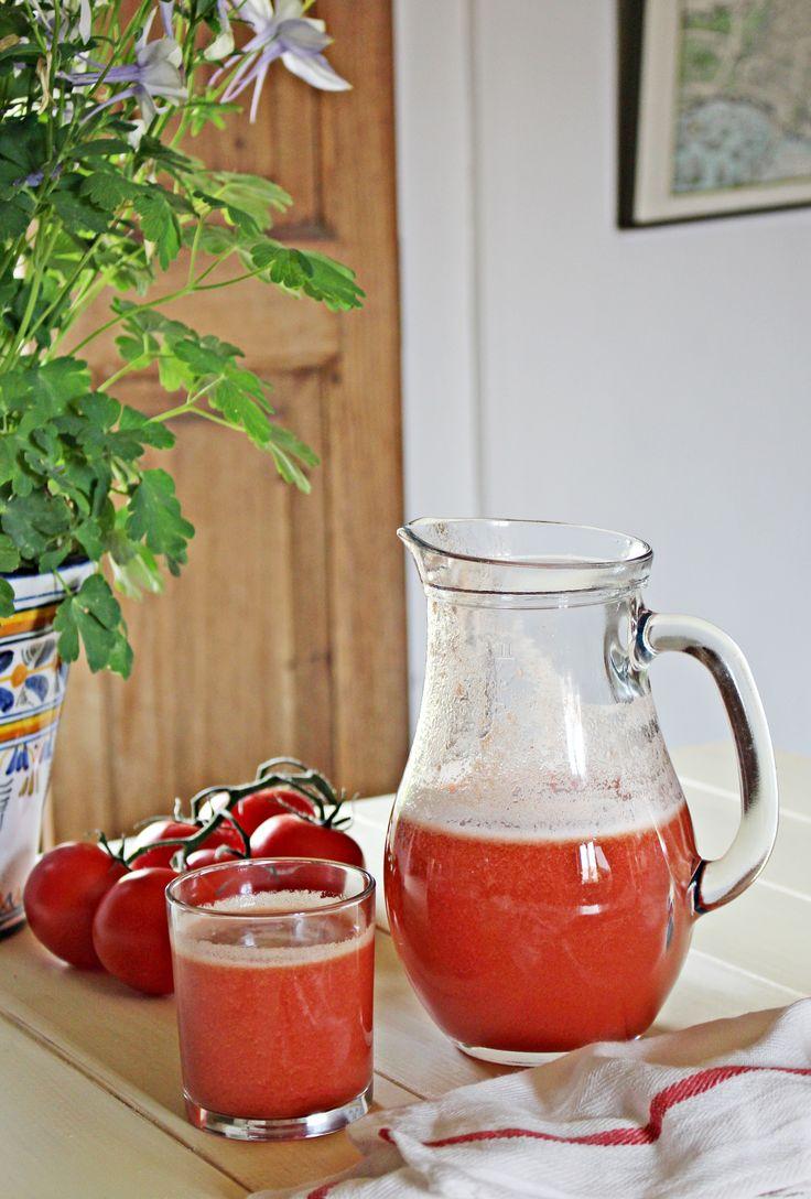 Zumo de tomate recién hecho :: Čerstvě udělaná rajčatová šťáva