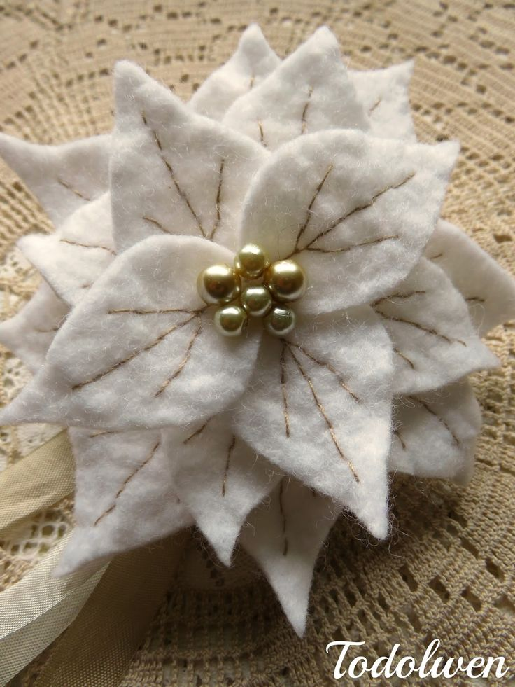 Cute little felt poinsettias tutorial and pattern