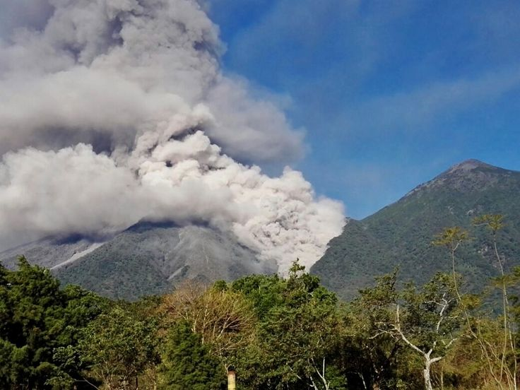 Fuego - one of the pyroclastic flows of 01.02.2018 - photo via Azteca noticias Twitter