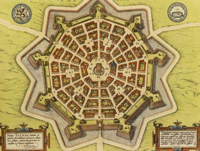 Venedik İmparatorluğu tarafından 16. yüzyılın sonlarına doğru inşa edilmiş olan Palmanova, Osmanlı saldırısından korunmak amacıyla askeri bir üs olarak planlanmış.