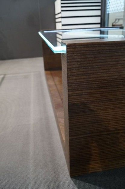MODERNE GLAZEN TAFEL TB-06 | SZKLO-LUX Jaroslaw Fronczak - SZKLO- LUX Jaroslaw Fronczak | 3D lasergravering in glas - Het blad gemaakt van het veiligheidsglas VSG 8.8.2 diamant (optiwhite), dikte 16mm, geslepen randen, binnen het glas gravure 3D. Het onderstel van de tafel gemaakt van de MDF plaat met natuurlijke fineer.