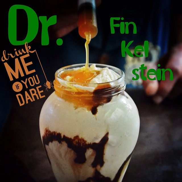 Doctor Finkelstein! Ο τρελός επιστήμονας της Halloween town έδωσε το ονομά του σε ένα ρόφημα που θυμίζει χημεία! Τα συστατικά του: παγωτό βανίλια, σπέκουλους και φουντούκι.