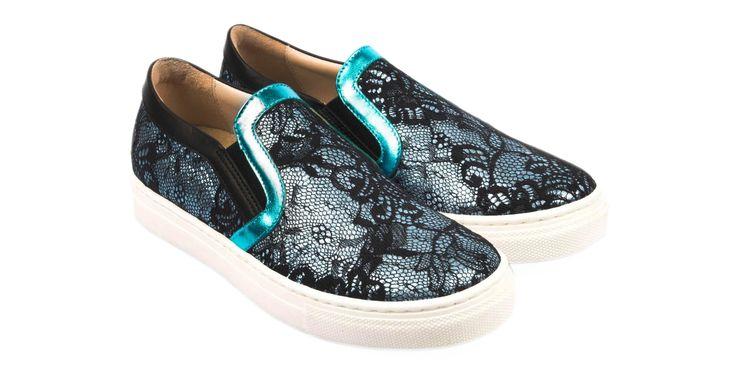 1555/Pizzo Celeste Sneakers in pizzo nero con inserti celesti, suola in gomma. #galluccishoes #kids #shoes #sneakers #pizzo #babygirl #SS16