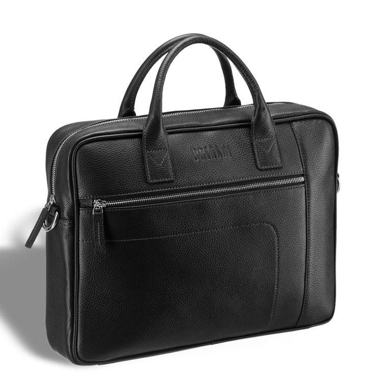 """Классическая деловая сумка для документов BRIALDI Rochester (Рочестер) relief black     Спокойного дизайна сумка для документов, готовая успешно заменить портфель и особо привлекательная кожей, из которой сшита. Натуральная кожа, прошедшая специальную обработку, не боится влаги и к тому же выглядит благодаря интересному покрытию очень свежо и привлекательно. Модель вмещает документы формата А4 и ноутбук до 14"""" дюймов. Снаружи по обе стороны модели расположены карманы на молнии. Одно…"""