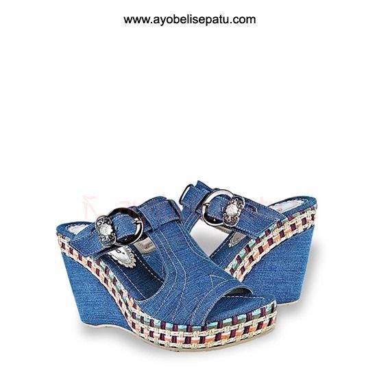 Brand by Giardino  Sandal ini termasuk dalam jenis sandal wedges. Didesain dengan model elegant dan bahan denim. Cocok untuk dipakai menemani aktifitasmu ladies. Selengkapnya bisa dibaca pada deskripsi produk.