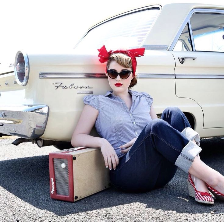 Pinup http://thepinuppodcast.com shares this images to support pin up and rockabilly artists, models and photographers.