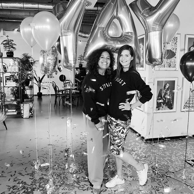 YAY! PARTY   We feliciteren deze geweldige groep styling girls met het succesvol afronden van de cursus Personal Styling. Hoe dit gevierd werd? > link in bio! #cursuspersonalstyling #stylistatheart #styleschoolgirls #graduated #styleschoolbydanie