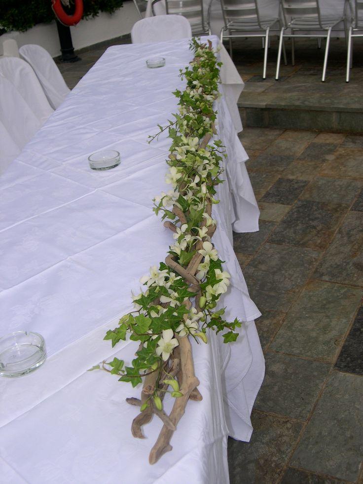 γιρλάντα από θαλασσόξυλα κισσο και ορχιδέες για το νυφικό τραπέζι..Δεξίωση | Στολισμός Γάμου | Στολισμός Εκκλησίας | Διακόσμηση Βάπτισης | Στολισμός Βάπτισης | Γάμος σε Νησί & Παραλία.Driftwood Centerpiece, Driftwood Candle Holder