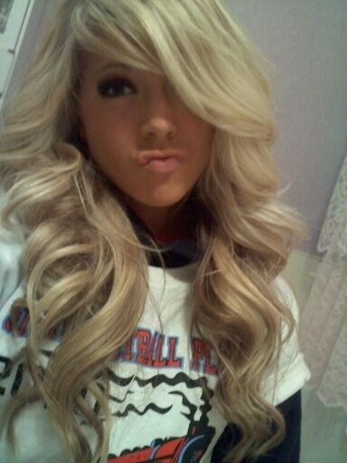 beautiful big curls. hideous duck face.