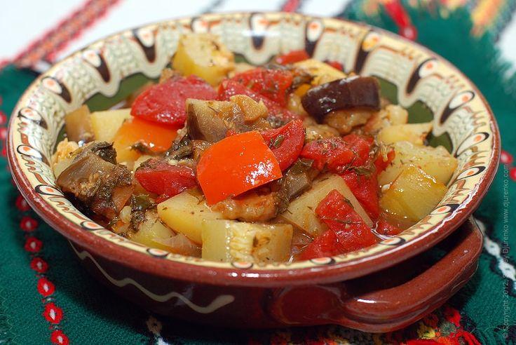 Сегодня приготовим овощи в горшочке — Гювеч. Осень и лето радуют нас овощами. Уверяю вас, получится очень вкусно!