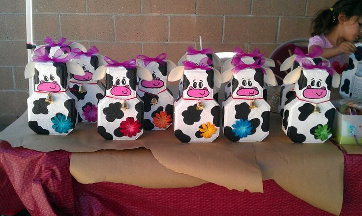 Cow Brick Centerpieces For A Farm Theme Party My Crafty