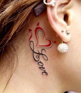 Татуировка любовь с надписью на шее за ухом