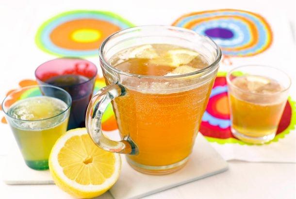 Joskus siman teko unohtuu, kun vappu on jo käsillä. Kokeile sima -juomaa, joka valmistuu vartissa. Tämä maistuu raikkaana juomana myös kesähelteellä. http://www.valio.fi/reseptit/sima-juoma-vartissa/