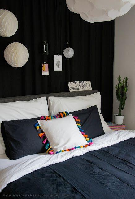 #Bedroom #Schlafzimmer #Vorhang #Curtain #Betthaupt #Selbstgemacht #Kissenbezug #Nähen #Quasten #Tassel #Sukkulente #Kaktus #PomPon #Ikea #Leiner #Black #White #Panthone #Blackcurtain #behindthebed Hinterm Bett gibt es bei uns nun einen Vorhang in scharz - schaut doch mal vorbei und lasst euch inspirieren