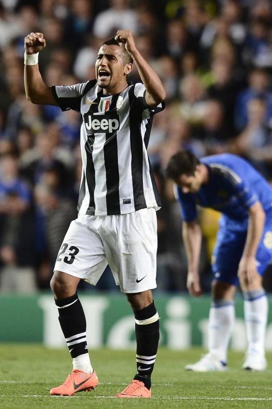 Arturo Vidal celebrates his goal against Chelsea in 2-2 draw.