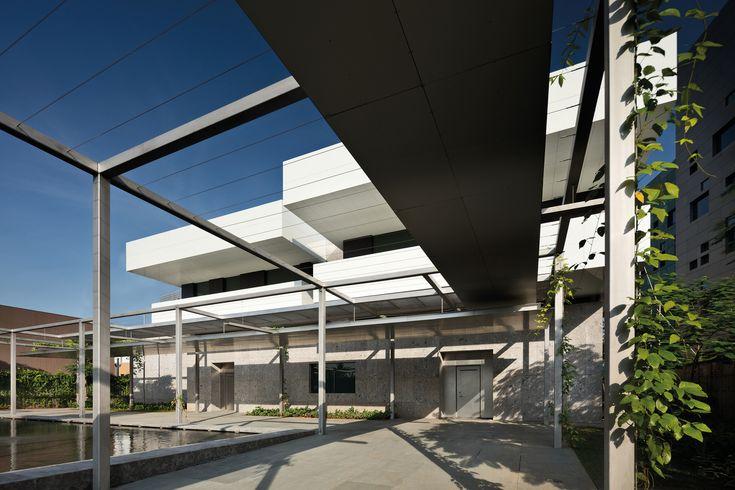 Gallery of New Australian Embassy Jakarta / Denton Corker Marshall - 27
