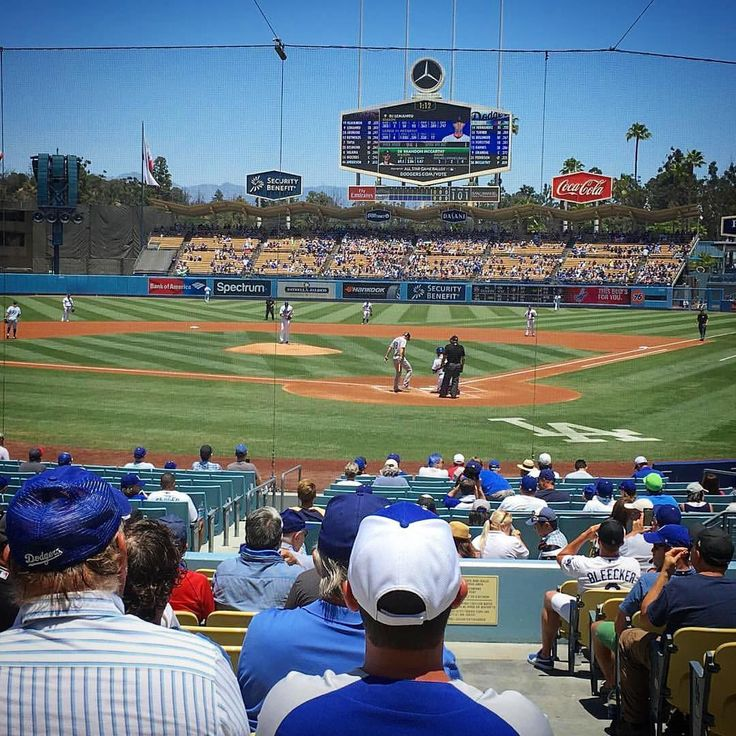 Sunday Afternoon watching The @dodgers and the @rockies. Can they get #10 Ina row today? #DodgerHeaven #Dodgers #DodgersVsRockies