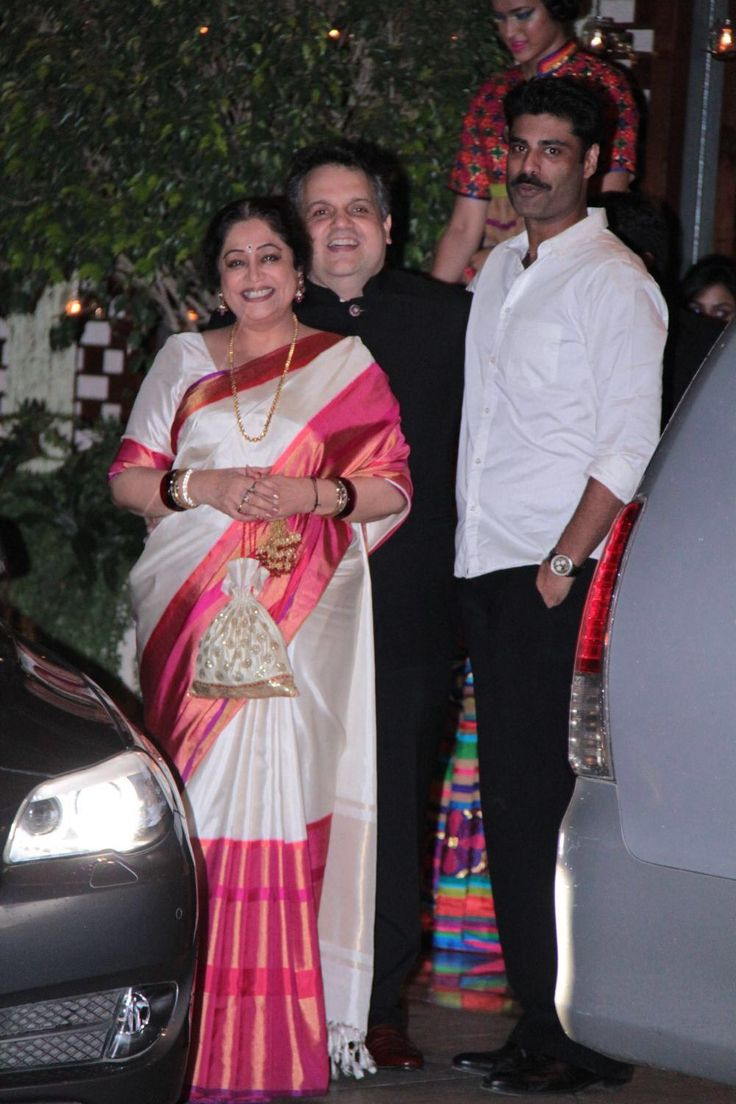 Kiron Kher in white Kanjeevaram silk. Description by Pinner Mahua Roy Chowdhury.