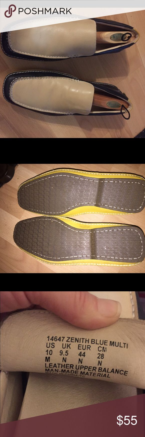 Men's HUSH PUPPIES sz 10 two tone loafers! Men. Two-tone size 10 hush puppy loafers with yellow on the heels and rubber soles. They come with shoe horns. They are in great condition and can go with any outfit. Hush Puppies Shoes Loafers & Slip-Ons