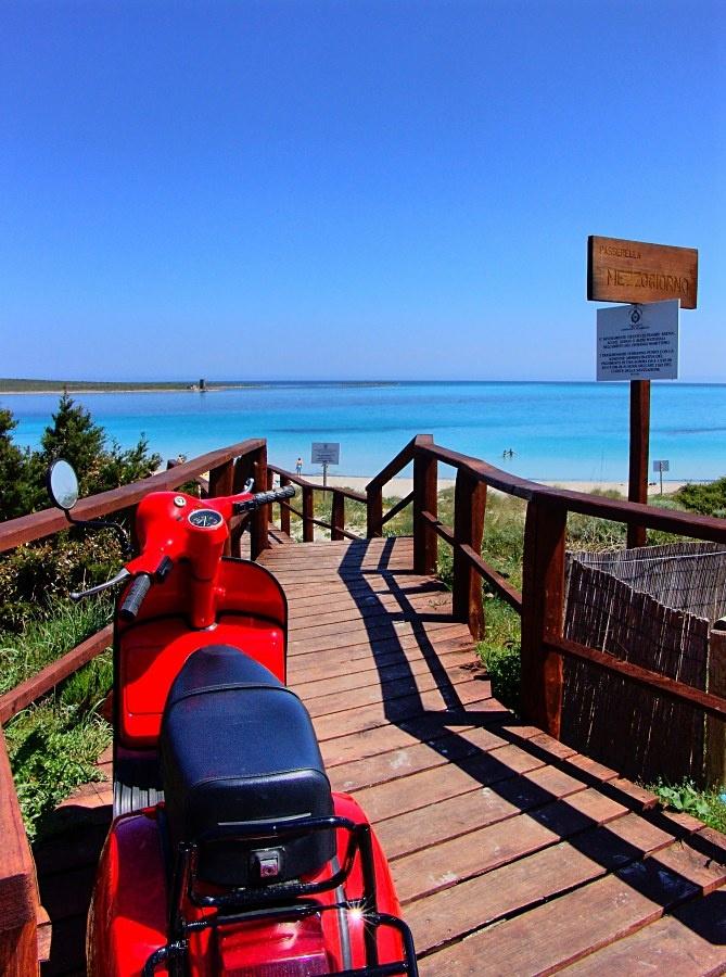 Italy 100% - Vespa, seaside, sun... enjoying the life italian way. (Stintino, Sardinia)