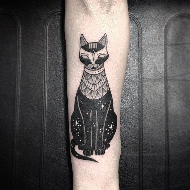 #tattoofriday - Jabuk Nowicz: tatuagens minimalistas, linhas finas e pontilhismo - gato;