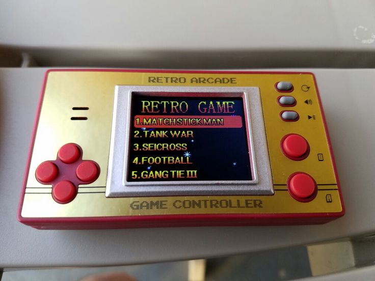 I bought this Retro Arcade handheld game at the Lunch Box novelty store at the Deptford Mall in Deptford, New Jersey. It comes with 153 games, none of which are major titles.