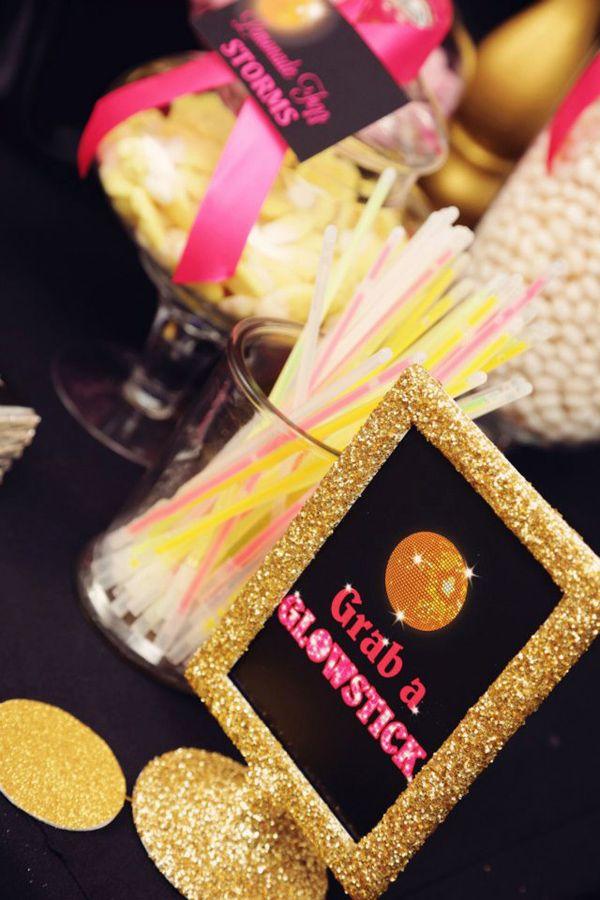 Purpurina y luminosos en una fiesta disco! / Glitter and glowsticks for a disco party!