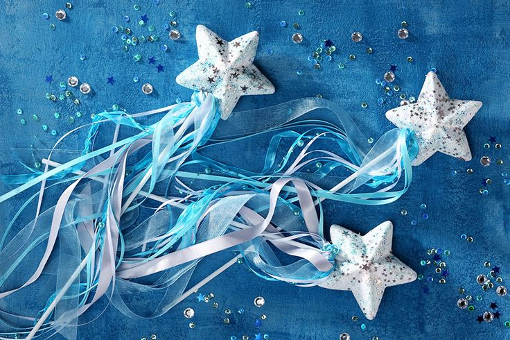 Die Zauberstäbe sind eine schöne Bastelidee für die Frozen Party. • Umsetzung & Foto: Thordis Rüggeberg