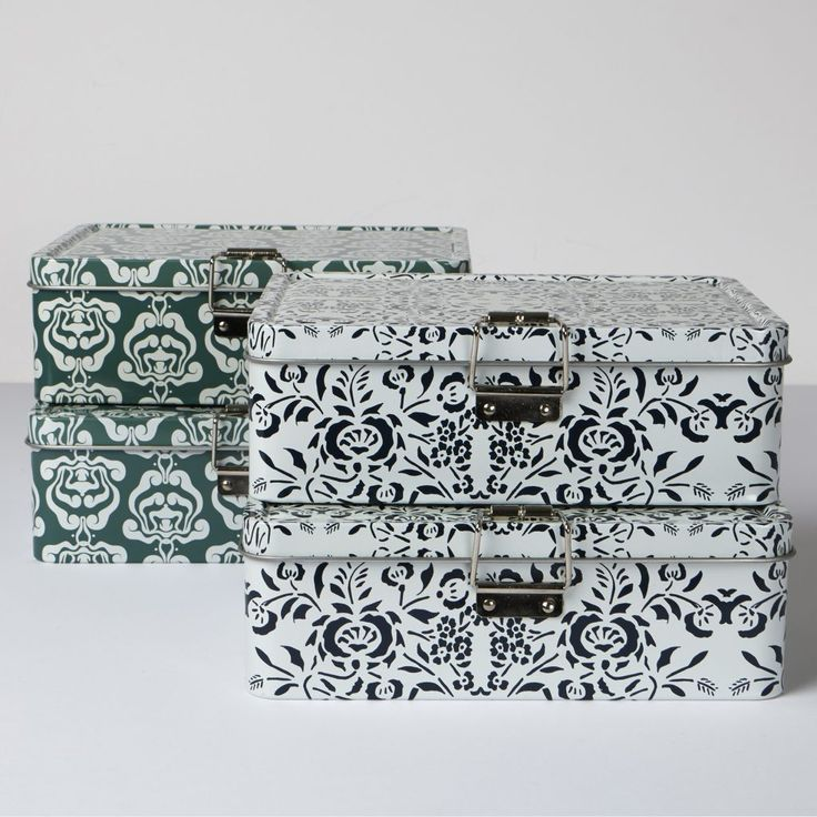 Our steel #lunchboxes are decorated with delicate patterns. One pattern is designed by Danish architect Thorvald #Bindesbøll (1846-1908) and one is inspired by the spice tins found in the kitchen in Anchers Hus – the #Skagen residence of the Ancher family. The boxes have a clever internal lid for a small snack, cutlery or napkins. #DanishDesign #lunchbox DKK90