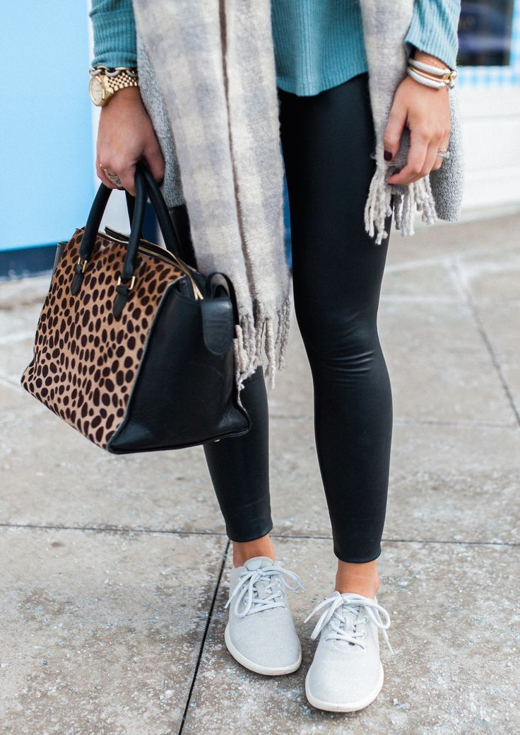 Comfy outfits winter, Faux leather leggings