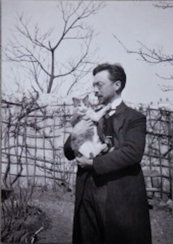 Wassily Kandinsky and his cat, Vaske