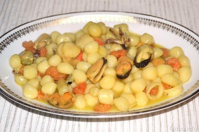 Gnocchetti ai frutti di mare e zafferano, scopri la ricetta: http://www.misya.info/2014/02/27/gnocchetti-ai-frutti-di-mare-e-zafferano.htm