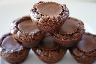 Peanut Butter Brownie Bites!! Yum! Press a peanut butter cup into brownie batter in mini muffin cups! ♥