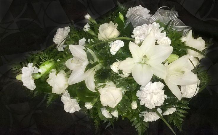 Hautavihko: lilja, neilikka, ruusu