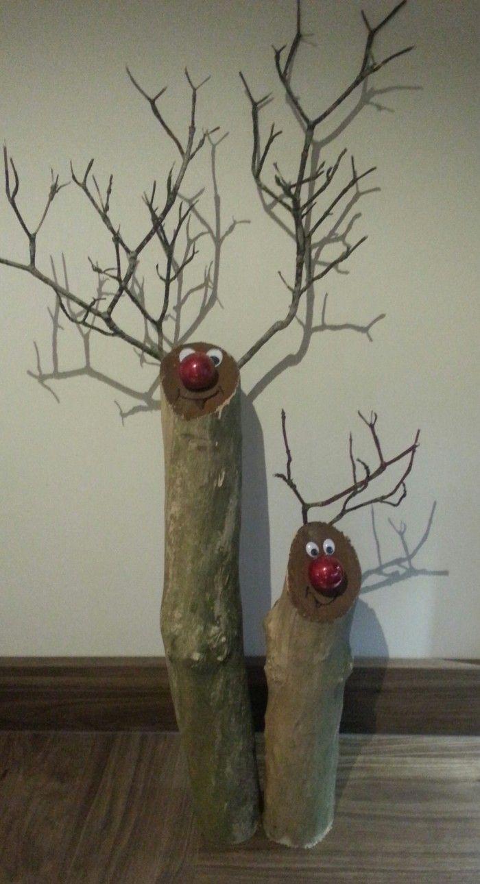 Schattige rendiertjes met kerstbal als neus.