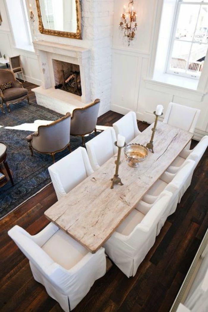 une jolie salle à manger contemporaine avec table en bois massif en forme rectangulaire