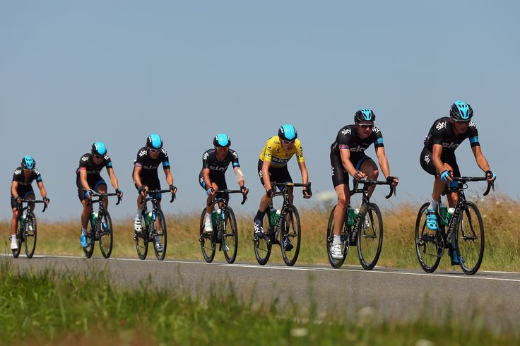 TOURS, FRANCE - JULY 11: (L-R) Richie Porte, Edvald Boassan Hagen, Geraint Thomas, Peter Kennaugh, race leader Chris Froome, Ian Stannard and Kanstantsin Siutsou of Team SKY Procycling ride in the peloton during stage twelve of the 2013 Tour de France, a 218KM road stage from Fougeres to Tours, on July 11, 2013 in Tours, France. (Photo by Bryn Lennon/Getty Images)