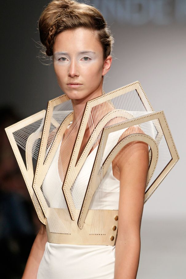 Now this is some awesome workmanship. Normally I'm not into crazy catwalk fashion, but this is amazing.