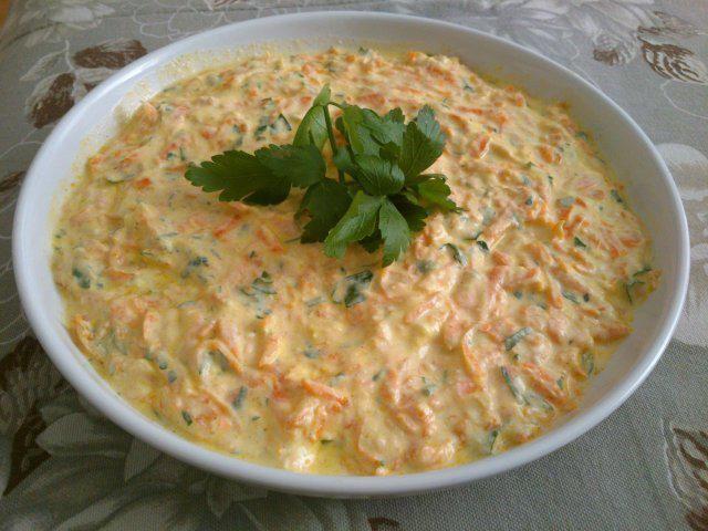 Das perfekte Türkischer Karottensalat mit Joghurt-Rezept mit einfacher Schritt-für-Schritt-Anleitung: Ein ganz einfacher und schnell gemachter Salat der…