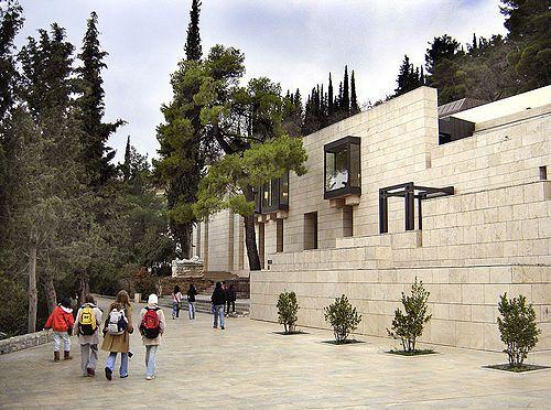 Museo Archeologico di Delfi, progettato da Alexandros Tombazis