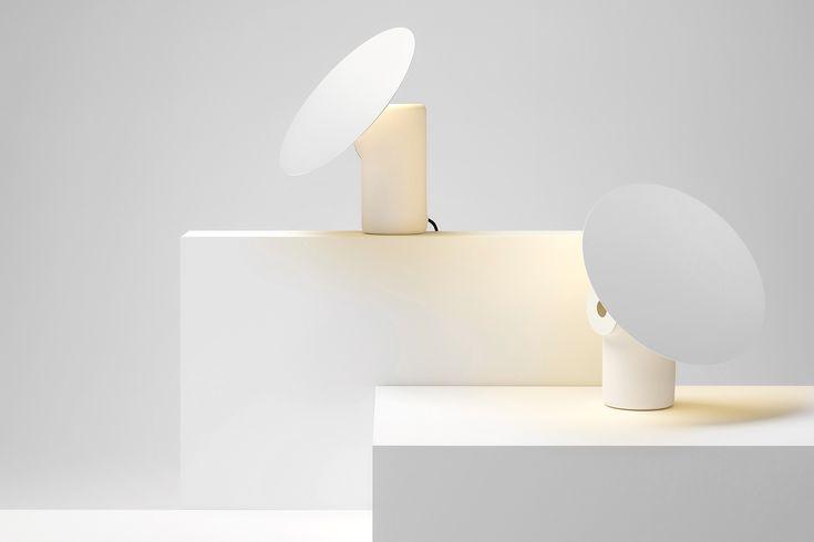 Ross Gardam — австралийская дизайнерская компания, создавшая себе имидж настоящих ценителей минимализма в интерьере. Их новый необычный светильник получил название Polar Lamp благодаря своему белоснежному цвету и чистому, лаконичному дизайну.